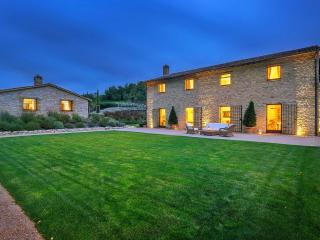 Superb villa in exclusive Murlo Estate with Golf - Perugia vacation rentals