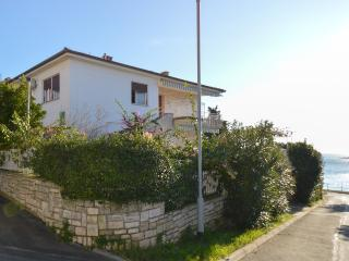 Apartment Loretta with sea view - Pula vacation rentals