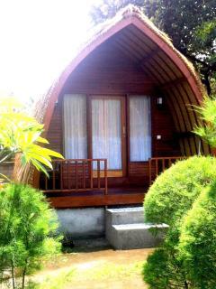 Comfortable 1 bedroom Gili Meno Bungalow with A/C - Gili Meno vacation rentals