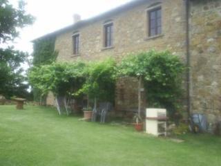 Appartamento con giardino in un oasi di silenzio - Monteriggioni vacation rentals