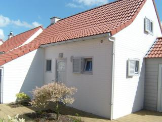 Beautiful Bungalow with Internet Access and Central Heating - De Haan vacation rentals