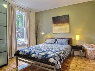 Charming apartment with patio, 15 min to Downtown - Montreal vacation rentals