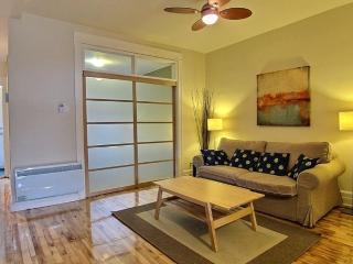 Charming apartment with patio, 15 min to Downtown - Quebec vacation rentals