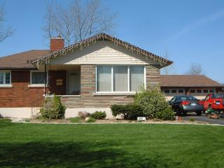 Beautiful home with best parking for Falls free - Niagara Falls vacation rentals