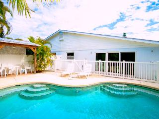 Cozy 3 bedroom Holmes Beach Villa with Internet Access - Holmes Beach vacation rentals