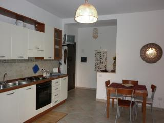 Cozy 2 bedroom Pisticci Apartment with Deck - Pisticci vacation rentals