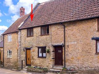 BRAMBLE NOOK, 15th century terraced cottage, inglenook fireplace, WiFi, good walking base, in Haselbury Plucknett, Ref 914790 - Haselbury Plucknett vacation rentals