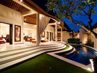 Beautiful 2 Bedroom Villa in Oberoi, Seminyak - Kuta vacation rentals