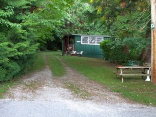 Nice Cottage with Alarm Clock and Linens Provided - Sechelt vacation rentals