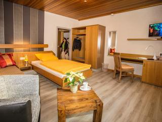 Baan Arun Superior 1 ~ Karlsruhe - Pforzheim - Remchingen vacation rentals