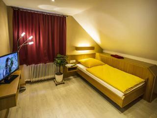 Baan Arun Deluxe 4 ~ Karlsruhe - Pforzheim - Remchingen vacation rentals