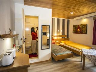 Baan Arun Basic2 Apartment ~ Karlsruhe - Pforzheim - Remchingen vacation rentals