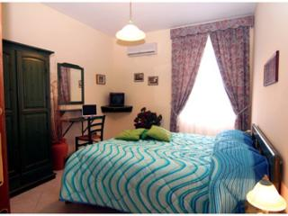 Cozy 1 bedroom Bed and Breakfast in Torre Annunziata - Torre Annunziata vacation rentals