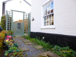 Cozy 2 bedroom Ipswich Cottage with Internet Access - Ipswich vacation rentals