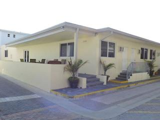 Studio Hollywood Beach for 4 Prime Location, WIFI & Parking Pass Included - Fort Lauderdale vacation rentals