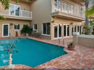 Stunning Ft. Lauderdale Mansion Walk to Beach Heated Pool 5/5 for 14 Guests - Fort Lauderdale vacation rentals