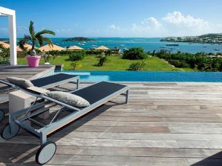 MAY/JUNE , 1 NIGHT FREE -AWESOME Villa Au fil de l'Eau- SEA VIEW - Orient Bay vacation rentals