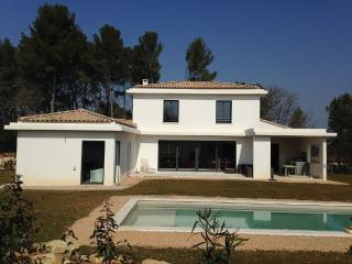 Villa quiet, with open views and pool - Peynier vacation rentals