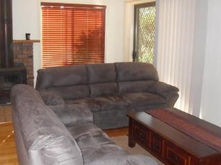 5 Capes Road - Cuddle Up At Capes - Lakes Entrance vacation rentals