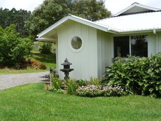 1 bedroom Cottage with Deck in Honokaa - Honokaa vacation rentals