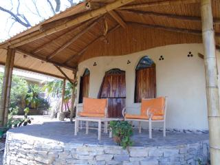 Hobbit Cob Cottage Hand Sculptured Adobe - La Fortuna de Bagaces vacation rentals