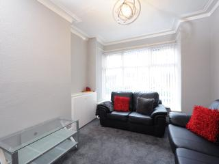 Wellington House 5 Bed Nr City Ctr Sleeps 10 (2) - Manchester vacation rentals
