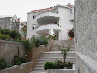 36113  A1(6) - Pucisca - Pucisca vacation rentals