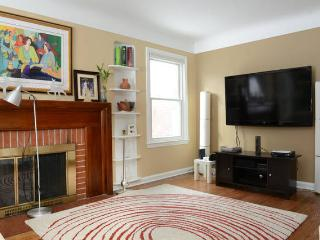 Charming 3 bedroom House in Oak Park - Oak Park vacation rentals
