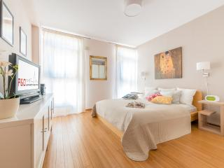 Arkadia 2 with A/C, next to metro and Old Town! - Warsaw vacation rentals