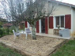 Perfect 2 bedroom Creyssac Gite with Short Breaks Allowed - Creyssac vacation rentals