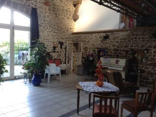 Nice Guest house with Internet Access and Towels Provided - Auxerre vacation rentals