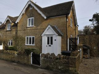 Comfortable Cottage with Internet Access and Central Heating - Compton Pauncefoot vacation rentals
