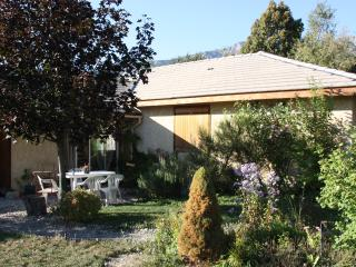 Warm house with views and garden - Chorges vacation rentals