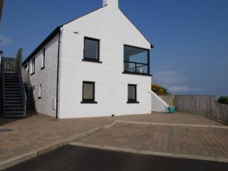 Cozy 3 bedroom Portrush House with Internet Access - Portrush vacation rentals