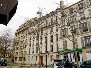15 Boulevard des Invalides ~ RA24496 - 7th Arrondissement Palais-Bourbon vacation rentals