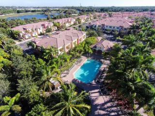 Large room + private bathroom, pool&SPA - West Palm Beach vacation rentals