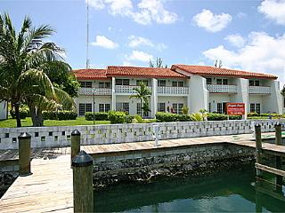 Beautiful Townhouse with Internet Access and Dishwasher - Freeport vacation rentals