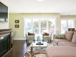 Stunning Executive Suite 3 BR/2BA sleeps 6 - San Francisco vacation rentals