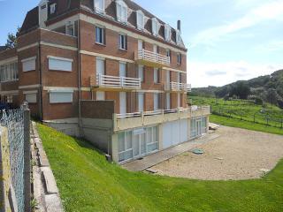Pleine Mer ~ RA24636 - La Chapelle-sur-Dun vacation rentals