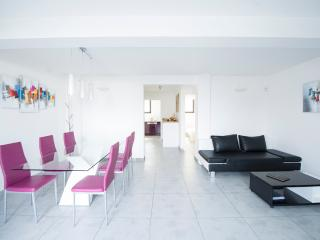 Comfortable, Seaside 2 Bedroom Marseille Apartment, Pet-Friendly - Marseille vacation rentals