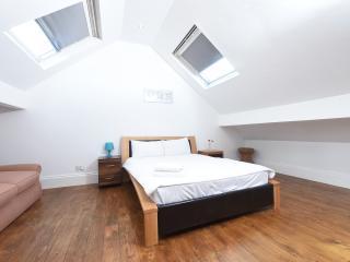 3 Storey House Near City Sleeps 10 (r) - Manchester vacation rentals