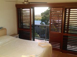 Noosa 2 Bedroom Apartment 7 minutes walk to Beach - Noosaville vacation rentals