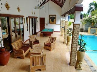 Spacious 4 bedroom Villa in Senggigi - Senggigi vacation rentals