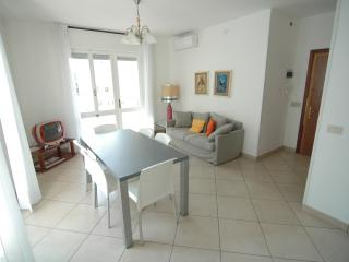 Lignano Walking Street Apartment - Lignano Sabbiadoro vacation rentals