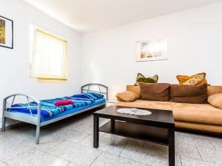living and sleeping - 10 holiday apartment cologne porz - Cologne - rentals