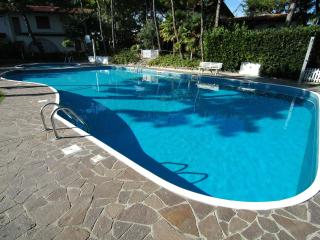 Villa Acace D with 2 swimming POOLS and A/C - Lignano Sabbiadoro vacation rentals