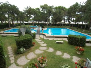Lignano Residence with 2 POOLS and A/C - Lignano Sabbiadoro vacation rentals