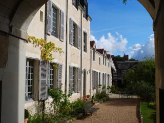 Bright 2 bedroom Richelieu Guest house with Internet Access - Richelieu vacation rentals