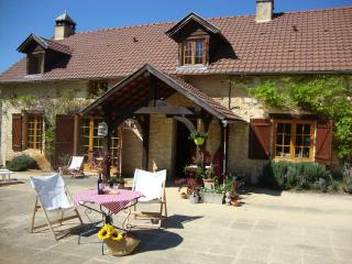 Nice 5 bedroom Farmhouse Barn in Salignac-Eyvigues with Internet Access - Salignac-Eyvigues vacation rentals