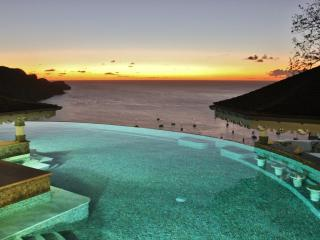 Tropical Hideaway-Stunning views- 5* Accommodation - La Pompe vacation rentals